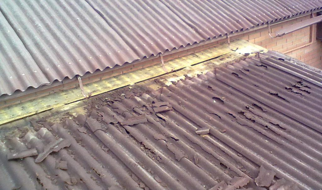 демонтаж ондулина с крыши